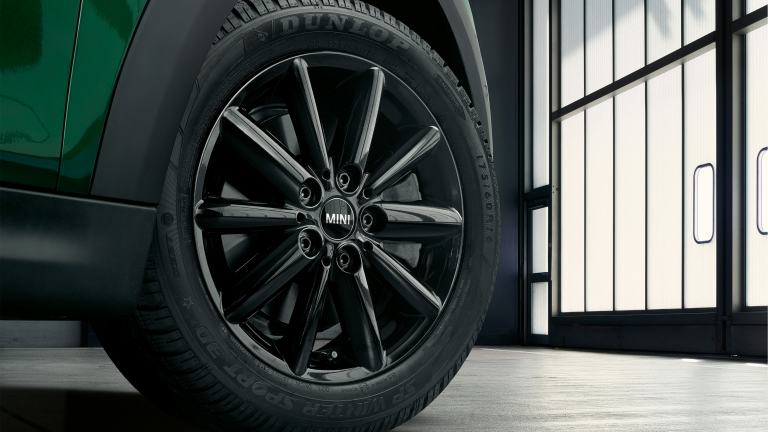 Test your MINI's tyre pressure