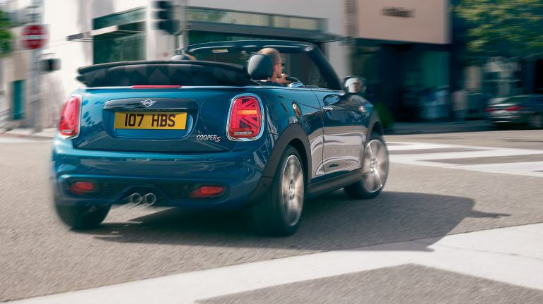 MINI Convertible Sidewalk Edition – front view – blue and black